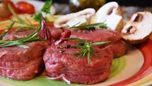 У брянских торговцев нашли опасные грибы и мясопродукты