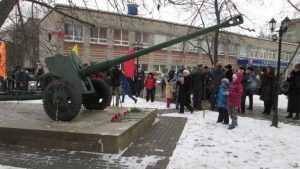 Брянская пушка стала памятником подольским курсантам