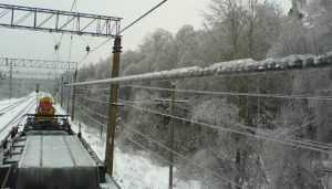 Поезда от Москвы до Брянска остановил лёд на проводах