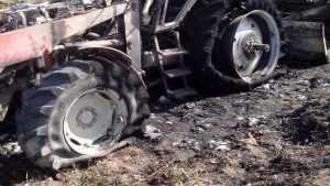 В полночь в брянском селе сгорели четыре трактора
