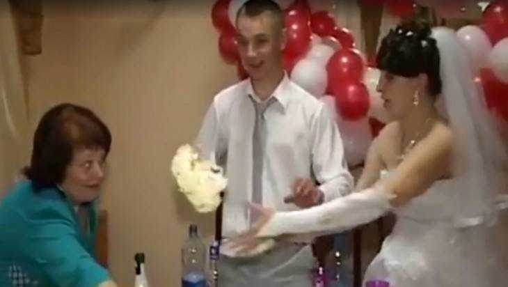 Брянская пара рассказала Андрею Малахову о драме со свадебным тортом