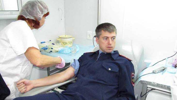 Полиция призвала брянцев поделиться кровью