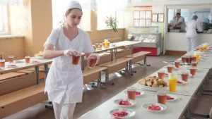 Брянских школьников обделили мясом и фруктами