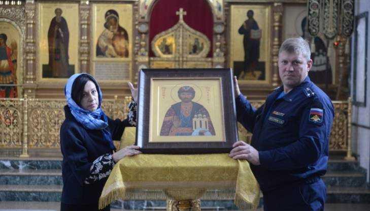 Вдова сбитого турками лётчика Олега Пешкова привезла в Брянск икону