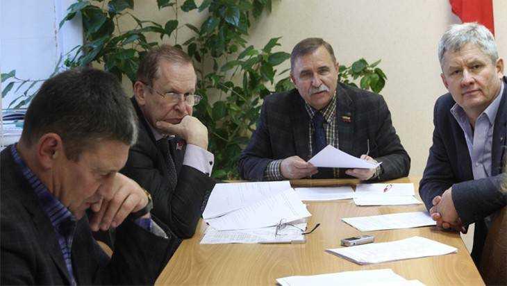 Брянские депутаты выбрали дороги и дома для ремонта
