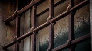 В Брянске задержали грабителя, избившего на улице пенсионера