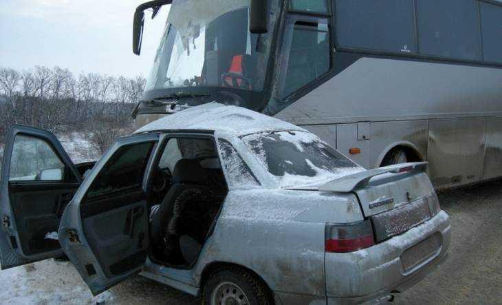 Тульская водительница на брянской машине погибла, протаранив автобус