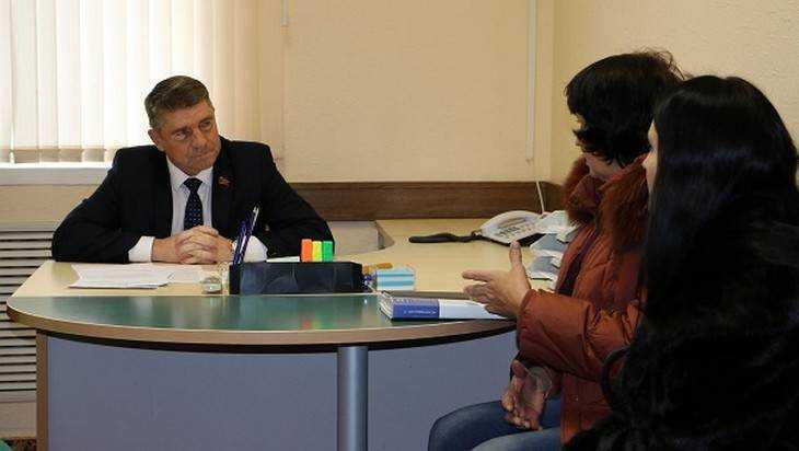 Юрий Гапеенко пояснил брянцам, как изменить статус замель под их дачами