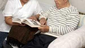 Брянская медсестра ответит за похищение 500 тысяч у слепого ветерана