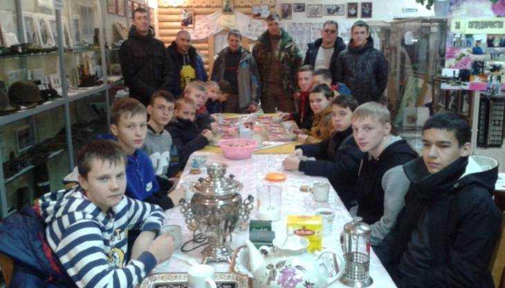 Брянский музей поздравил с Рождеством кикбоксёров и трудных подростков