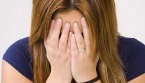 Задержана молодая мошенница, лишившая брянца дорогого мобильника