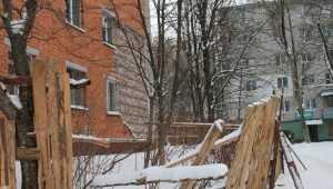 Жители Брянска пожаловались на опасную стену многоэтажки
