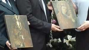 Таможенники передали брянскому музею старинные иконы