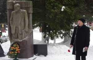 В Брянске почтили память писателя Петра Проскурина