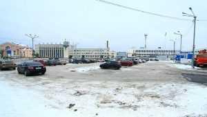 Губернатор раскритиковал парковку около вокзала Брянск-I