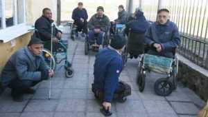 Брянская прокуратура велела найти работу 30 зекам-инвалидам