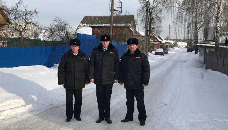 Брянские полицейские спасли от пожара шестерых детей