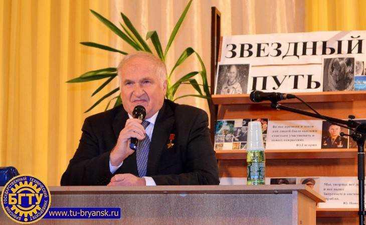 Космонавт Виктор Афанасьев показал брянским студентам Землю