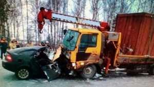 Под Брянском юный водитель погиб при столкновении с краном