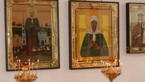 Девица влипла в уголовное дело за прикуривание в храме от свечи