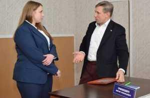 Брянский депутат Виктор Гринкевич поможет карачевцам с мебелью и книгой