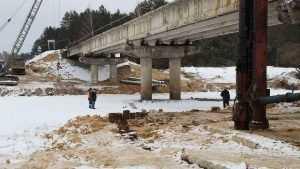 Строители моста около брянской Гостиловки начали возводить опоры
