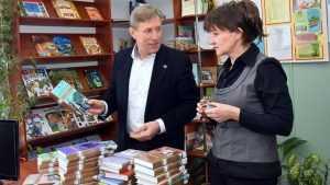 День книгодарения: Брянская «Опора» дарит книги детским библиотекам
