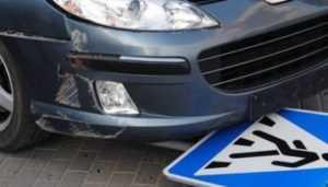 Студент брянского вуза сбил женщину на тротуаре и скрылся