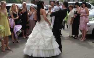 Россияне экономят на свадьбах