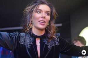 Выступившая в Брянске певица Анна Седокова пожаловалась на травлю