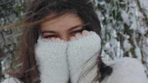 Брянцев предупредили о сильном ветре и мокром снеге