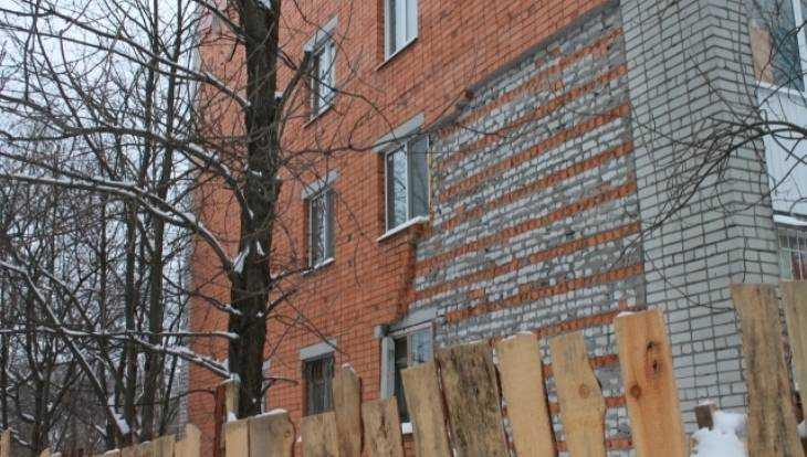 Прокуратура велела властям Брянска заняться аварийным домом на Октябрьской