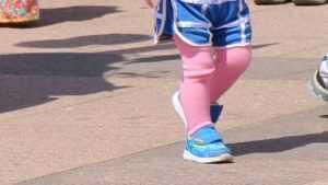 Раздетая двухлетняя девочка сбежала из детсада