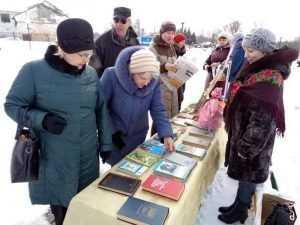 В парке брянцам подарили 300 книг
