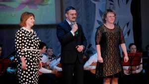 Брянских женщин поздравили торжественным концертом