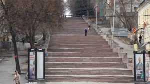 Потешным голосованием у Брянска отпилили часть лестницы на бульваре
