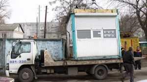В Брянске показали видео сноса незаконных киосков