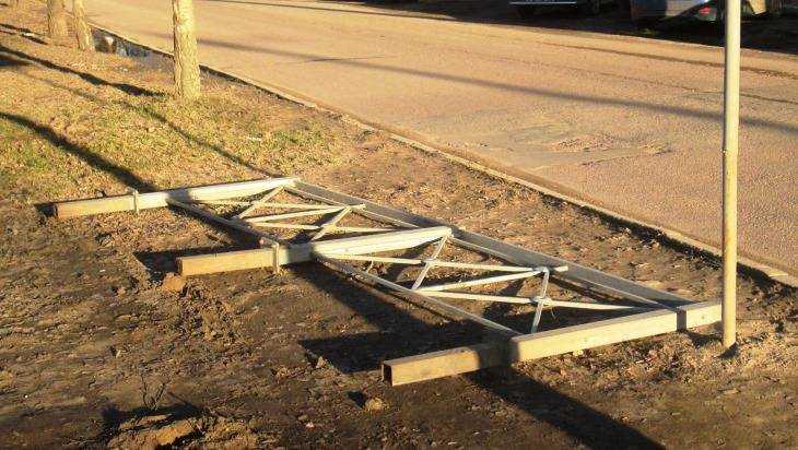 Закрытый переход возле брянского БУМа «открыли», повалив заграждение