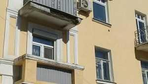 В Брянске на проспект Ленина упала часть балкона
