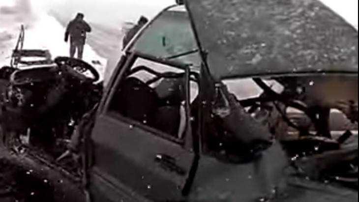 Появилось видео чудовищной автокатастрофы на брянской трассе у Клинцов
