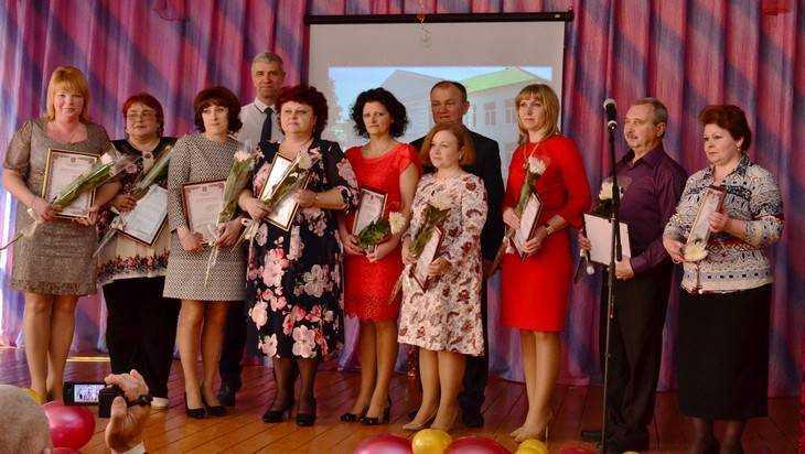 Брянская школа отпраздновала 60-летие