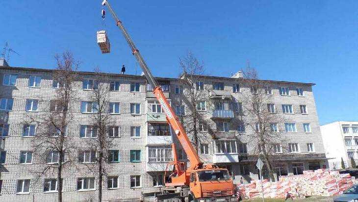 В брянском поселке Навля на крыше дома взорвался баллон – пострадали двое