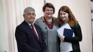 Бывший брянский губернатор Юрий Лодкин вручил дипломы студентам