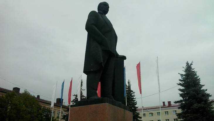 В Брянске под Лениным заменят плитку