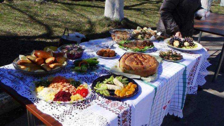 Фестиваль постной кухни угостил брянцев пирогами, ухой и и мёдом