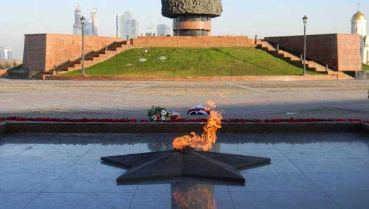 Смоленский вандал устроил стриптиз у Вечного огня