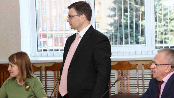 Пресс-секретарь брянского губернатора Артем Сухоломкин лишился места