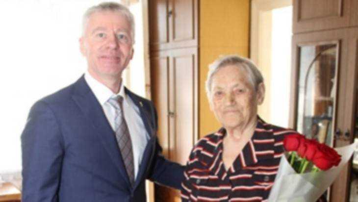 Брянские энергетики поздравили с 95-летием своего ветерана