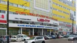 В Брянске возле ТРЦ Тимошковых легковушка сбила женщину и скрылась