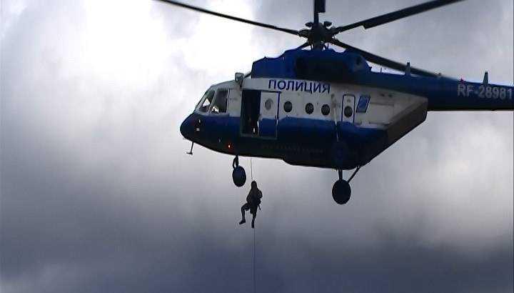 Брянские гвардейцы прыгнули с вертолета
